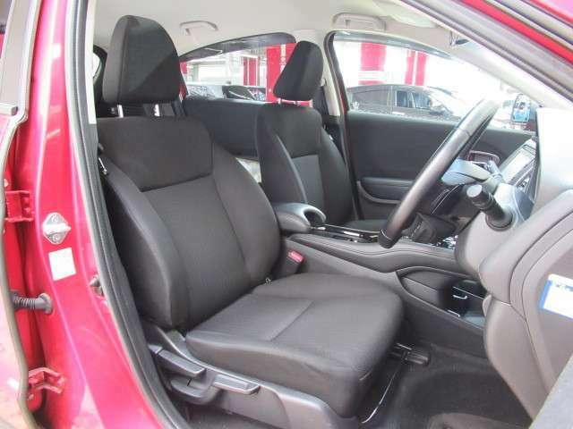 !運転席の座面の高さを調節できるので、大柄な方でも小柄な方でも適切な運転姿勢を取れます!