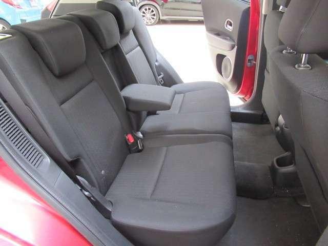 足元も広々!頭上も高めに作っていますので乗った時も広々!シートも綺麗です!へたりも少なく、座面も広く、しっかりしたシートなので座り心地もいいです!