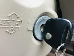 【リモコンキー】車のカギを鍵穴に差し込むことなく、リモコンにてドアのロック・アンロックができます!