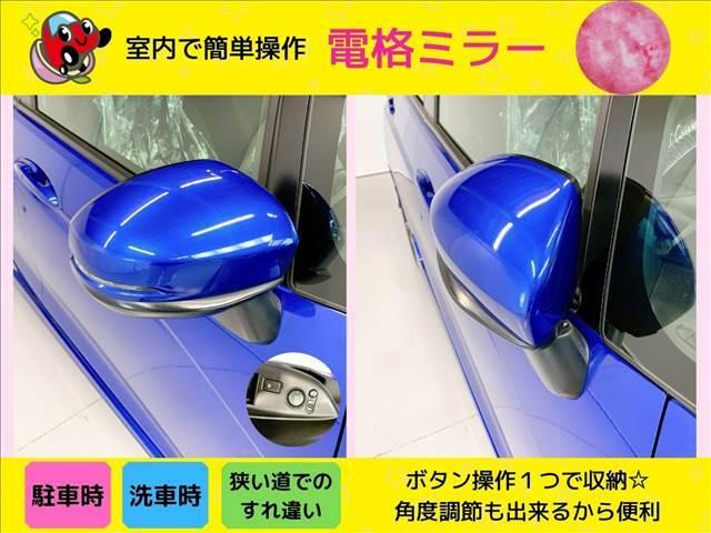 【 ボタン1つでミラー格納 】電動格納ミラー付きのお車です。ボタン一つでミラーの開閉が可能です。すれ違い時や駐車時にとっても便利な機能。もちろんミラーの角度も調節可能です。