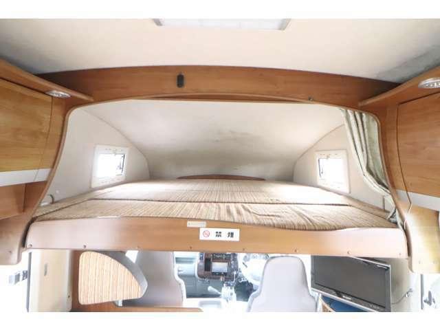広いバンクベッド! サイズは190cm×184cmです。