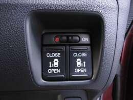 【パワースライドドア】が装備されています。挟み込み防止装置により、お子さまの乗り降りも安心です。車外・車内のドアハンドルからはもちろん、運転席スイッチやリモコンキーからも開閉操作が可能で便利です。