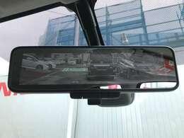 後方視界がクリアに映し出すので、暗い道でも安心・安全です!インテリジェントルームミラー付き。
