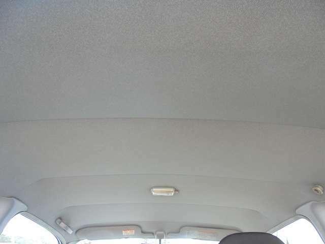 天井は染みやタバコの焦げ跡も無く綺麗です!!