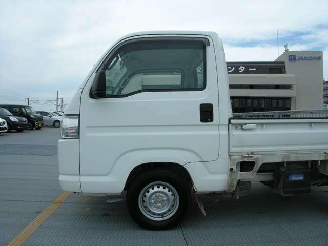 表示価格は兵庫県内登録、店頭納車を想定しております。県外登録、指定場所への納車につきましては別途料金となります。くわしくはスタッフへお問合せください。