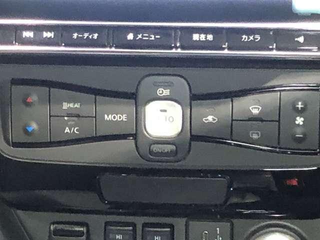 フルオートエアコンは、自動で室内の温度快適に調整してくれるだけではなく、タイマー設定でお出かけ前に快適な車内を用意してくれます。さらにハンドルとシートヒーターが運転席・助手席についています