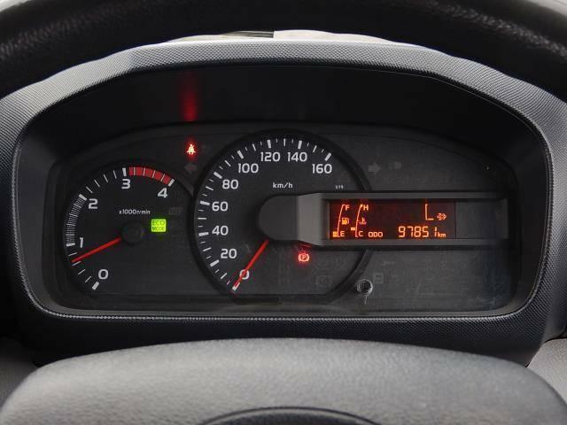 【メーターパネル部】現在の走行距離は約97,860kmです。丈夫なディーゼルエンジンは長寿命♪まだまだ元気な車ですよ♪