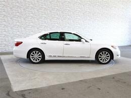 当店では、第三者機関(AIS・JAAA)による外部鑑定を導入しています!車の状態を鑑定し品質書を発行しております。