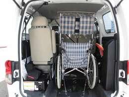 車いす固定装置1基搭載。座席数6+車いす1名の計7名が乗車できます。