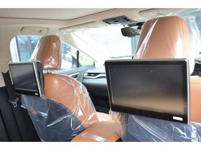 ■メーカーオプションのリヤシートエンターテイメントを装備しておりますので、後席に乗車される方も快適にドライブをお楽しみいただけます。