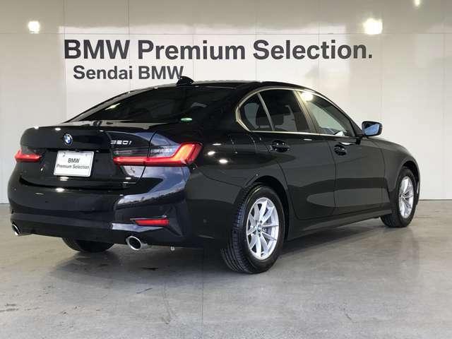 FR(後輪駆動)コンセプト:BMWがこだわり続ける優れた俊敏性やコントロール性を実現する駆動コンセプトです。加速時にはパワーを後輪で路面に伝え、ブレーキング時は前輪でダイレクトな操作を実現します。