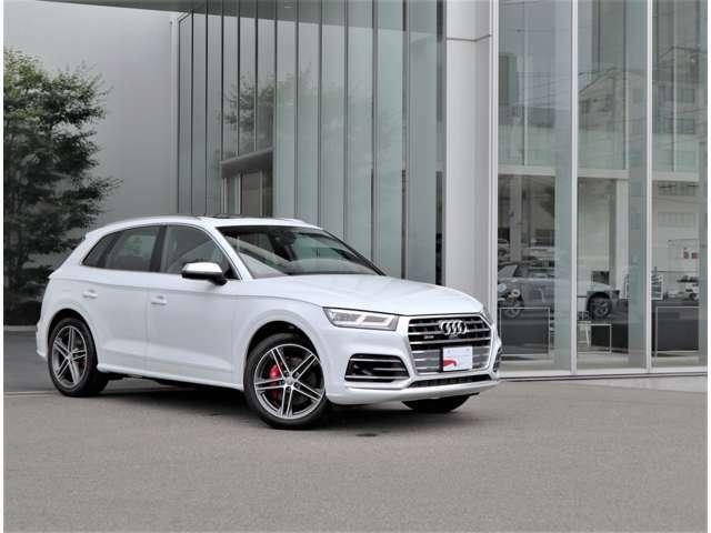 ●デザイン・ボディカラーが都会的な建物にも非常に良く映えます。クール・知的。Audiの持つ「品の良さ」が伝わってきます。