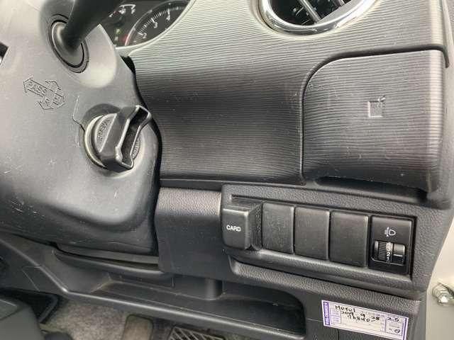 こんな車と言ったらスズキの開発者さんに失礼ですが、一丁前にスマートKEYなんぞがついております。 生意気にキーフリーシステム搭載車両です。 鍵なんて適当なギザギザ鍵で十分ですが、生意気な装備付きです!