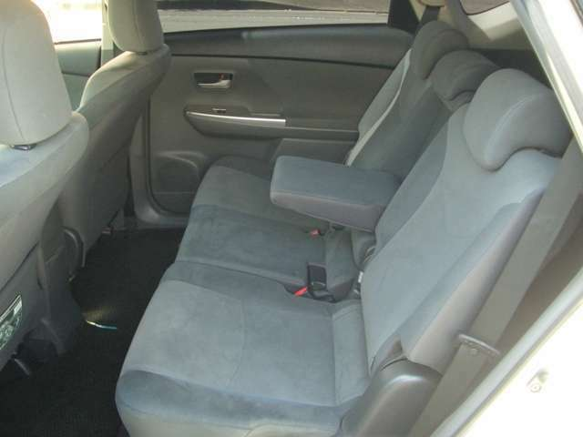 リアシートもゆったりとお座りいただけます。もちろんルームクリーニングを行っておりますよ!内装がきれいなお車は気持ちいいですね♪
