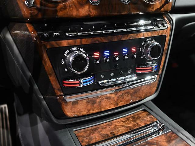 ベンチレーションシート装備で1年中快適な車内環境。
