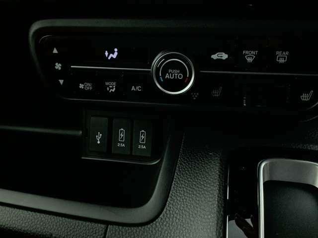 快適オートエアコン、アイドリングストップ、シートヒーター、オートライト、ETC、バックカメラ、LEDヘッドライトランプ!