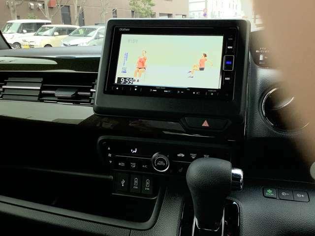 純正メモリーナビ、フルセグTVの視聴、CD/DVDの再生、Bluetooth接続が可能です!