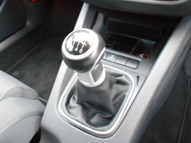 自動車の操作感が高いマニュアル車です!ミッション内部はゴルフ5もゴルフ7も、ほぼ同じ中身になっています。それだけこのゴルフVの完成度の高さが伺えます。また、1速2速の加速はランエボなみの加速します(笑)