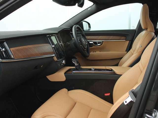 スコットランド産ファインナッパレザーシートを贅沢に使用、ヒーター&ベンチレーションは勿論、マッサージ機能も搭載します!!