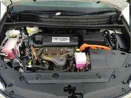 高い熱効率・高出力を両立した「2.4Lエンジン」と、進化を続けるハイブリッドシステムの小型・軽量・高効率化技術を組み合わせることで、優れた動力性能と低燃費を実現!エンジンルームまで