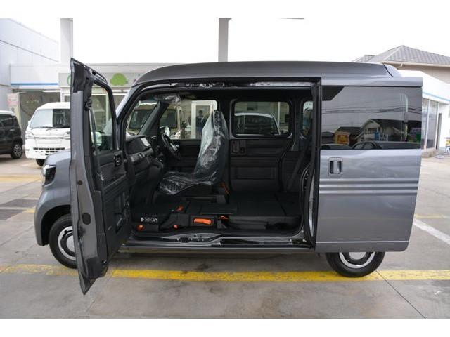 軽バン初の助手席側センターピラーレス仕様(ドアインピラー構造)を採用!助手席側に大きな開口部が生まれ、荷室へのアクセスが向上しました♪ピラー機能は助手席ドアとスライドドアに内蔵し、高い衝突安全性能も確保