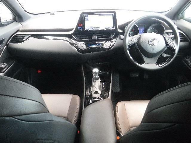低重心による車両安定性を確保しつつ、アイポイントを高く設定し前方の見通しの良さを実現しています。
