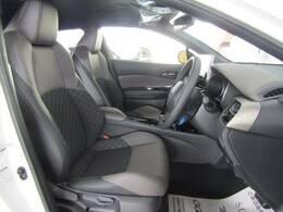 【合皮ハーフレザーシート】を装備しており、車内の高級感がアップしております☆