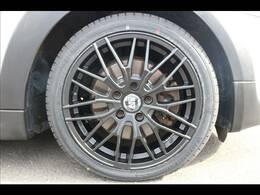 弊社取り付け新品GIGAMOT17インチアルミ&タイヤ装備。