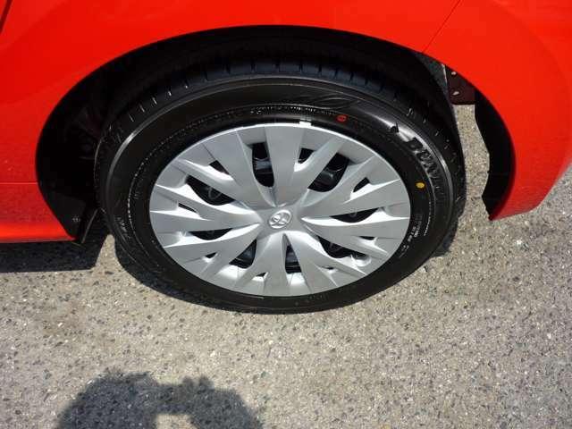 ホイールは82,500円アップにて、トヨタ純正185/55R16タイヤ&16×6Jアルミホイール に変更も可能です。