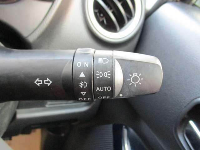 オートライト装備。暗くなったら自動で点灯するのでトンネル等で便利です。
