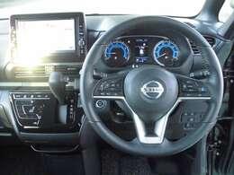 広い室内空間の運転席まわりで、ストレスなくドライブできます。