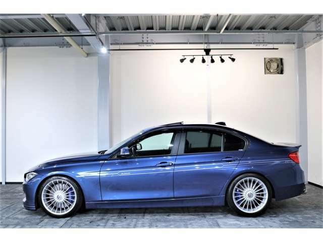 BMW ALPINA D3は、スポーティーで高級なミドルクラスの領域で性能と効率に関して全く新しい基準を打ち立て、いつものように調和を重要視して、変わることのないアルピナ流を発揮