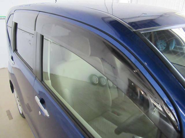 ドアバイザー装着しています。雨の日でも外気を窓から取り入れることができます。