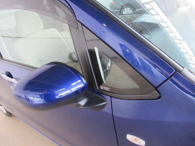 スバルの0次安全に基づきサイドミラーの位置を少し後方にずらすことにより、死角を減らします。