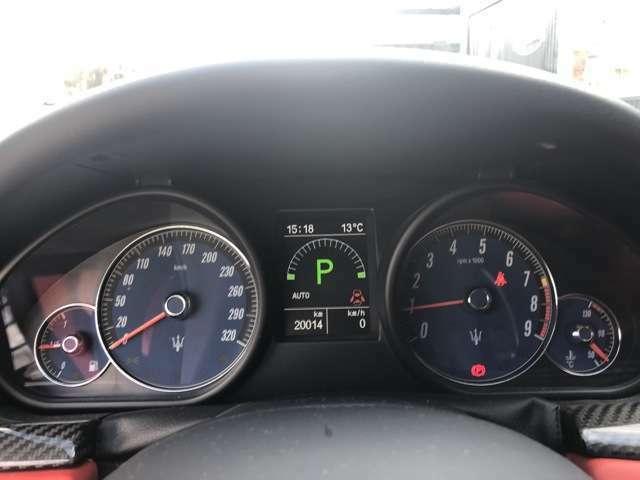 スポーティでカッコいいメーター周り!!走行距離も20000km台!!