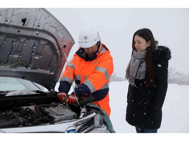 Aプラン画像:トラブルに遭ったお客さまのもとへ、JAF会員なら24時間・365日対応致します。バッテリー上がりやパンク、キー閉じこみ、燃料切れなど、さまざまなロードサービスを受けられます。