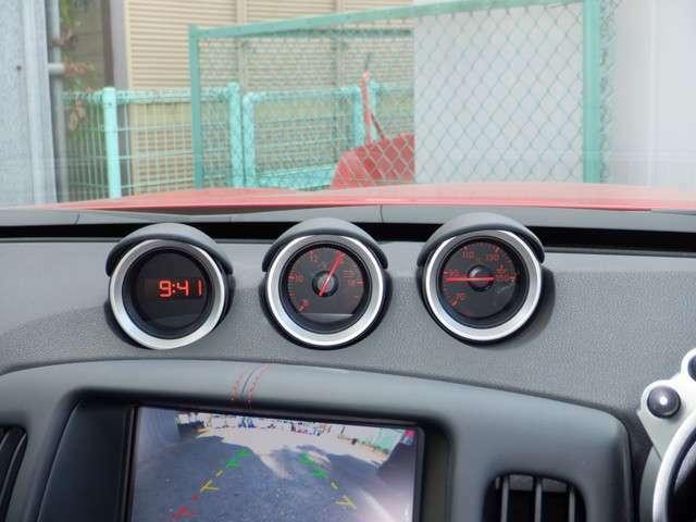 3連サブメーター(油温計、電圧計、デジタル時計)