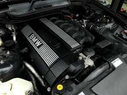 カタログ値190馬力のシルキーシックスエンジンは軽量コンパクトなクーペボディと相まって非常に軽快な走りがお楽しみいただけます。