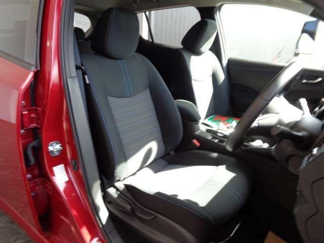 運転席シートは、高さ調整ができます。