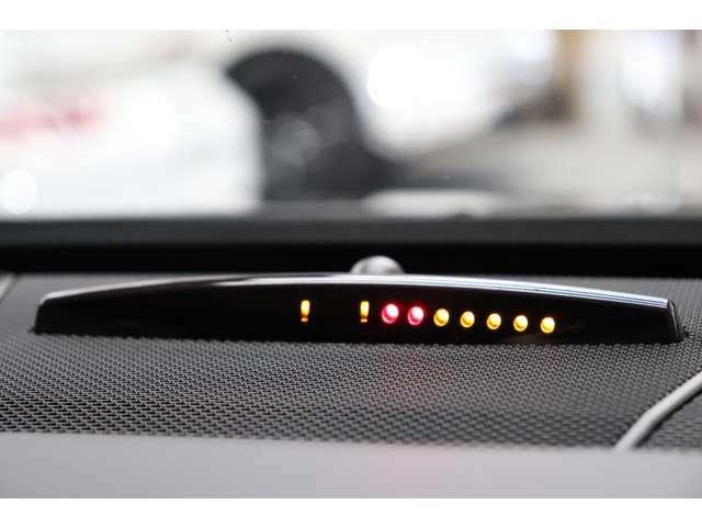 車輌の前後バンパーには障害物までの距離をインジケーターとアラーム音によりお知らせするパークトロニックセンサー(障害物検知ソナー)を搭載!狭い路地の走行も安心です!