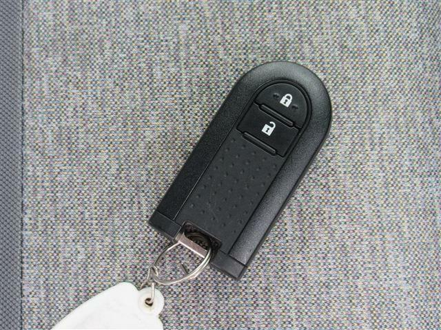 鍵を出さなくてもエンジンのスタート&ストップができるスマートキー付き!