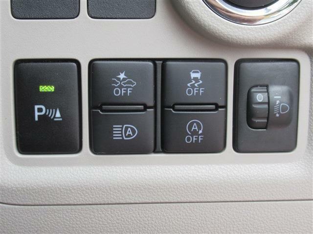 障害物センサーや横滑り防止機能で安全を守り、アイドリングストップで燃料の節約!