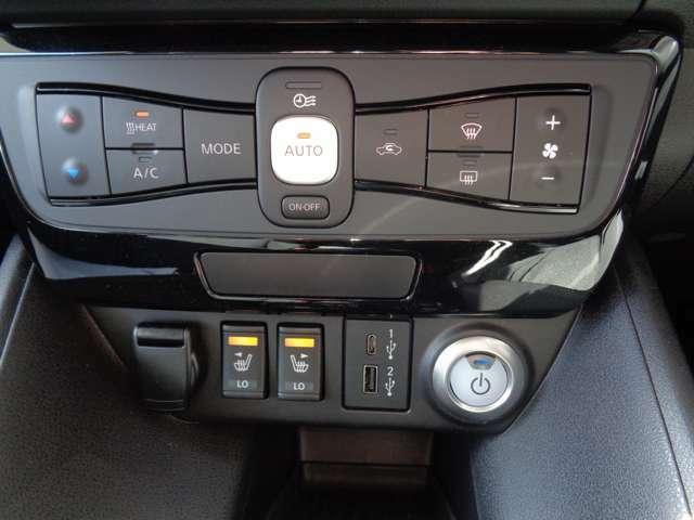 車内の温度管理がワンタッチで簡単に出来るのがオートエアコンです。これでいつでも快適ドライブが出来ますね!