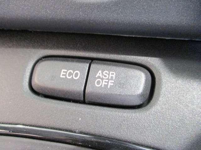 ECOスイッチを押すと、馬力やエアコンが抑えられる代わりに燃費が向上します!