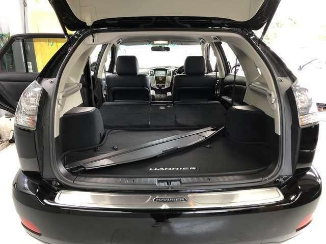 【ガラス張りの品質】 当社の展示車両にはAIS鑑定書とオートオークション会場の査定表を積み込んでいます。プライスボードの金額は諸経費込みのお支払い総額。品質も価格も百聞は一見に如かず。一目瞭然です。