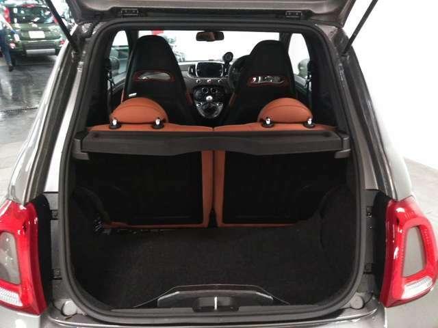 185lトランク容量・後部座席を倒すとゴルフバッグも収納可能です