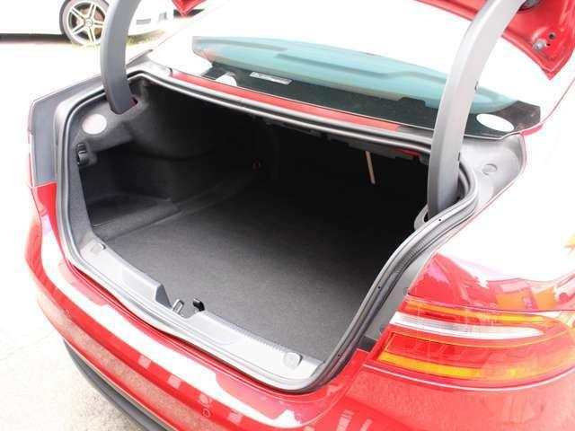 傷や汚れが付きやすいトランクも非常に綺麗な状態が保たれております!