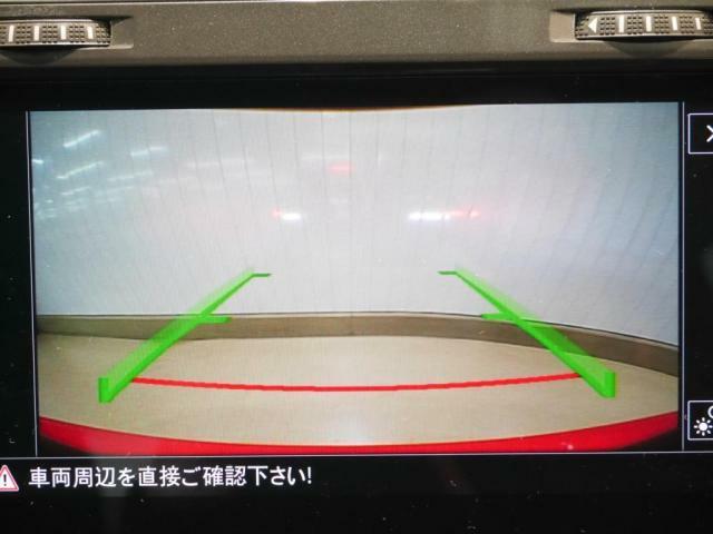 エンブレム格納タイプのリアビューカメラも装備。