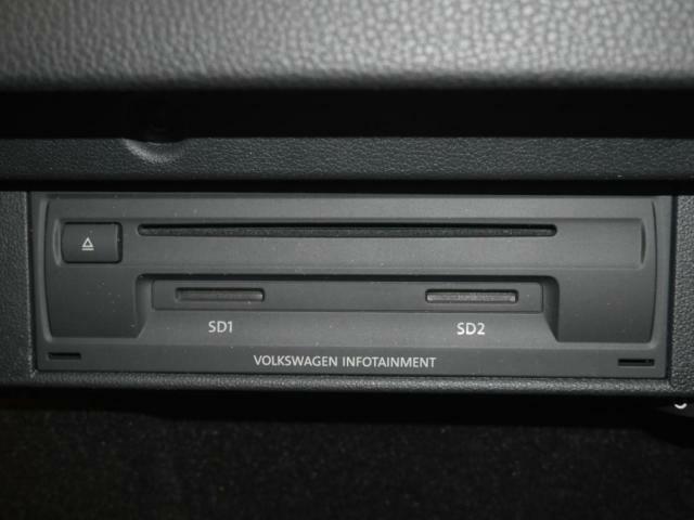 CDプレーヤー&SDカードのスロットです。