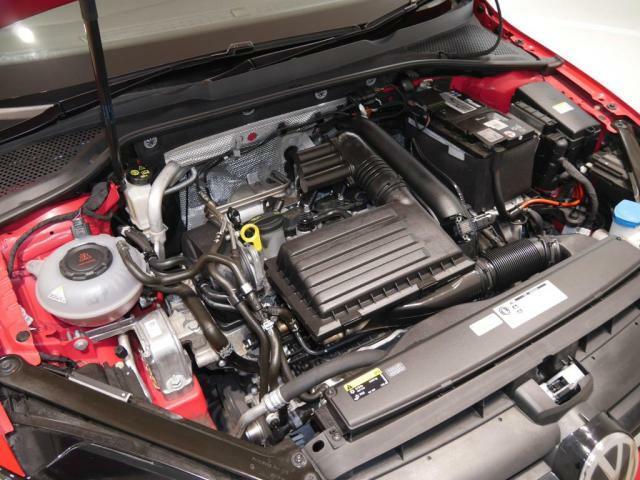 1.2L TSI エンジン。直噴エンジンに小型の水冷インタークーラー付ターボチャージャーを搭載。低回転域からのトルクフルな走りと素早いレスポンスでストレスフリーな走行を体感出来ます。